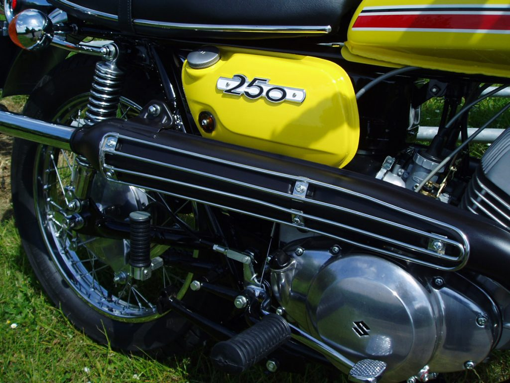 1970 Suzuki T250 II restored by New Era Restorations